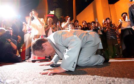 【参院選】鈴木宗男氏が集会で土下座、新人候補と後輩議員も相次ぎ土下座…支持者「まるで昭和」 北海道選挙区 ©2ch.net ->画像>26枚